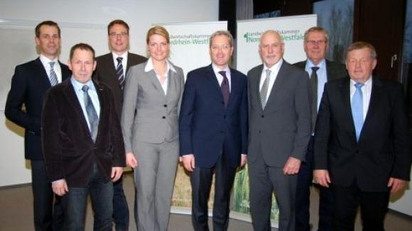 Norbert Röttgen besucht zusammen mit dem CDU Agrarausschuss die Landwirtschaftskammer