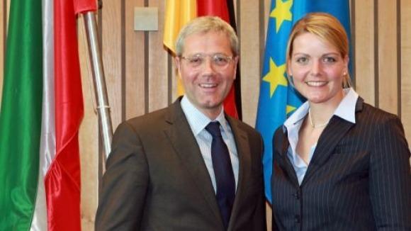 """""""Eine CDU-Geführte Landesregierung wird eine Dichtheitsprüfung nur bei begründetem konkreten Verdacht fordern"""", so CDU-Spitzenkandidat Norbert Röttgen und Christina Schulze Föcking, die in seinem Kabinett Landwirtschaftsministerin werden soll."""